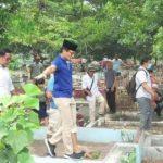 Tepis Isu Viral Injak Kuburan, Sandiaga: Saya Lewati Tembok Pemisah
