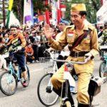 Jokowi Naik Ontel di Bandung Lautan Sepeda
