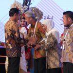 Gubernur Khofifah Terima PPD 2019 dari Presiden Jokowi