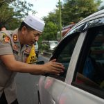 Bagi Takjil dan Tips Keselamatan Lalulintas Ala Bhayangkari Banjar