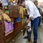 Di Yogya, Presiden Jokowi Ajak Keluarga Beli Batik di Pasar Beringharjo